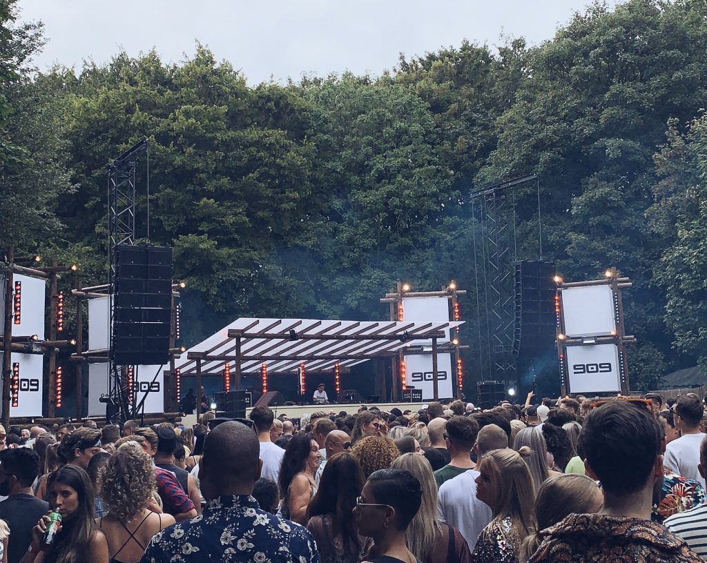 909 stage