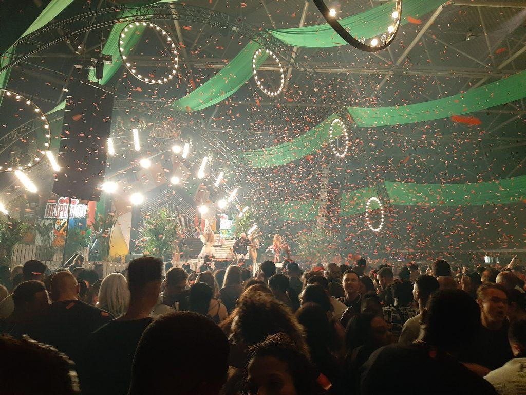 Confetti bij the Garden stage